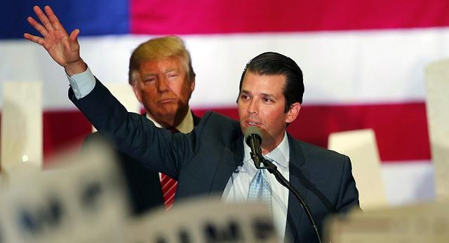 """Trump megvédte a fiát, a """"csodálatos fiatalembert"""""""