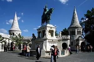 Özönlenek a külföldiek Budapestre