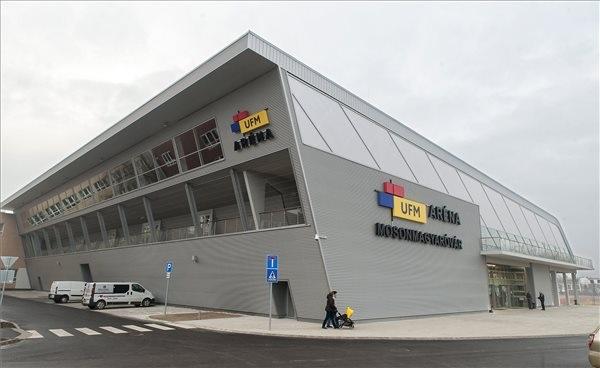 Átadták a 2 milliárdos sportcsarnokot Mosonmagyaróváron