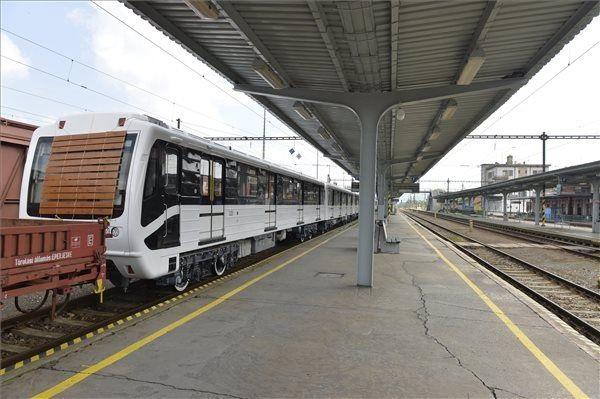 Bocsánatot kér a budapesti utasoktól a Metrowagonmash vezére
