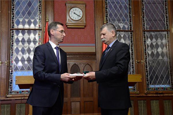 Varga Mihály és Kövér László házelnök a 2018-as büdzsé benyújtásakor