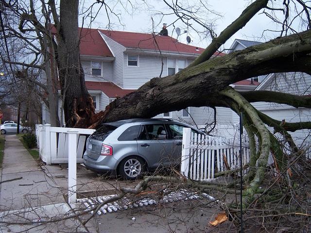 K&H: több mint 100 kárbejelentést hozott a vihar