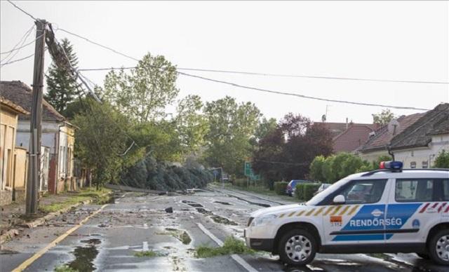 50 lakóházban tettek kárt a vasárnapi viharok